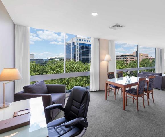 Park Regis Griffin Suites Image 3